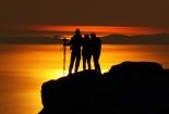 Kraj dana na Srednjem Velebitu i zlatni odraz sunca na moru
