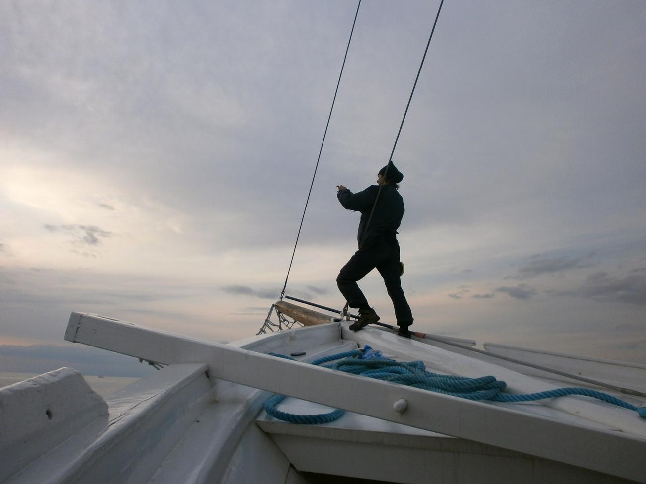 čovjek na čamcu