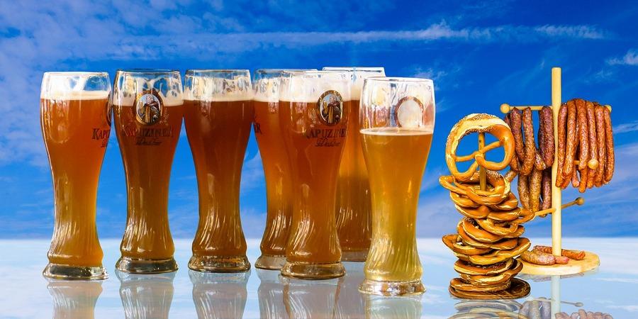 oktoberfest pivo, kobasice i precle
